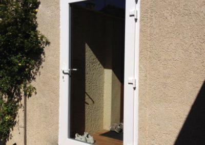 Pose d'une porte vitrée