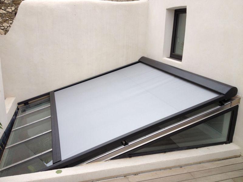 Stores et volets roulants adb menuiserie for Store fenetre de toit sur mesure